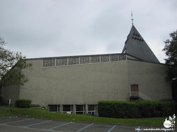 Saint-Fargeau-Ponthierry - Eglise Sainte-Marie  Architecte: Maurice Novarina  Vitraux: François Baron-Renouard  Construction: 1965 - 1966