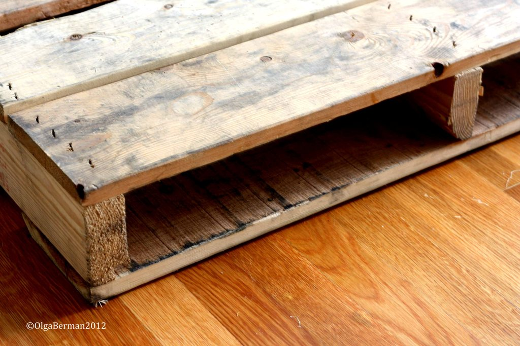 Mango tomato diy make your own pallet coffee table for Make your own end table
