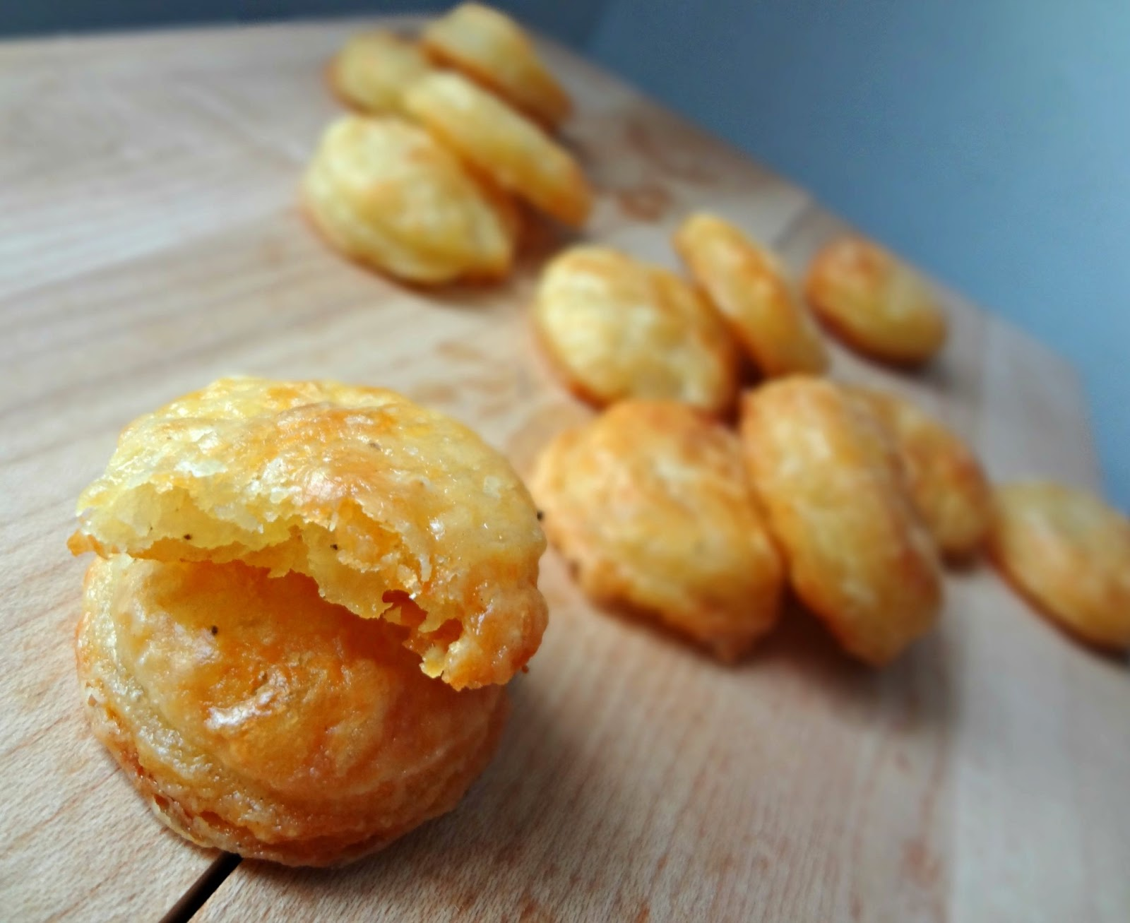 The Cooking Actress: Homemade Cheddar Cheese Crackers (Cheez-Its)