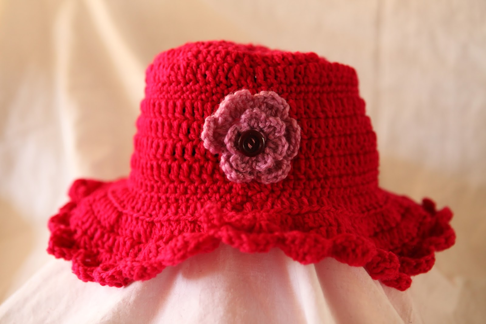 flower using pattern found in this book Visual Quick Tips Crochet ...
