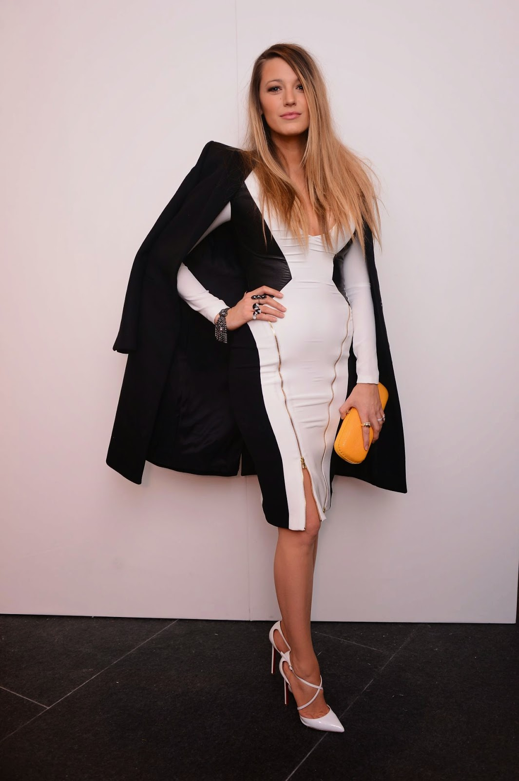 Blake Lively shows post-baby body at the New York Fall/Winter 2015 Fashion Show