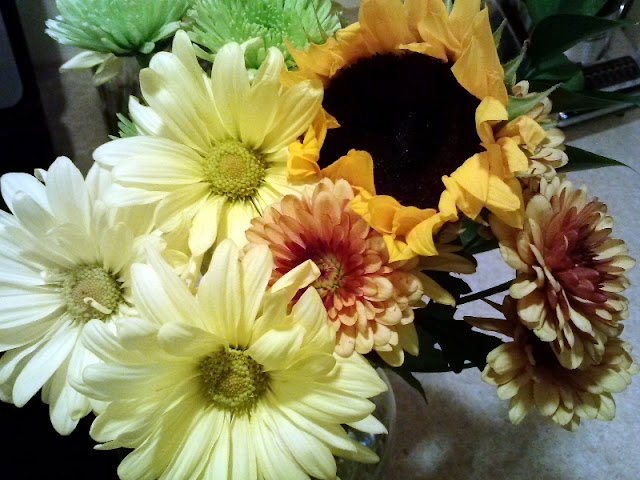 "Sunflowesr, Daisys, Mums make a beautiful ""just because"" fall bouquet MWP"