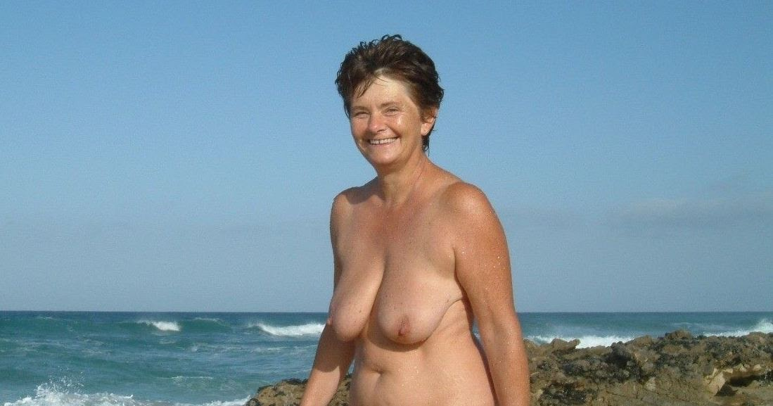 Nudist Women Photo of the Day 04/17/11 - GOOD NAKED