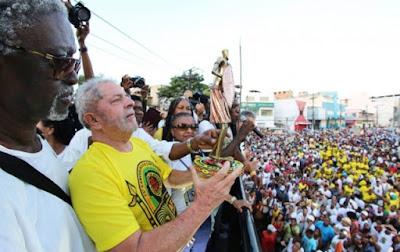 Lula é vaiado em Salvador e diz que PT criou oportunidades para negros