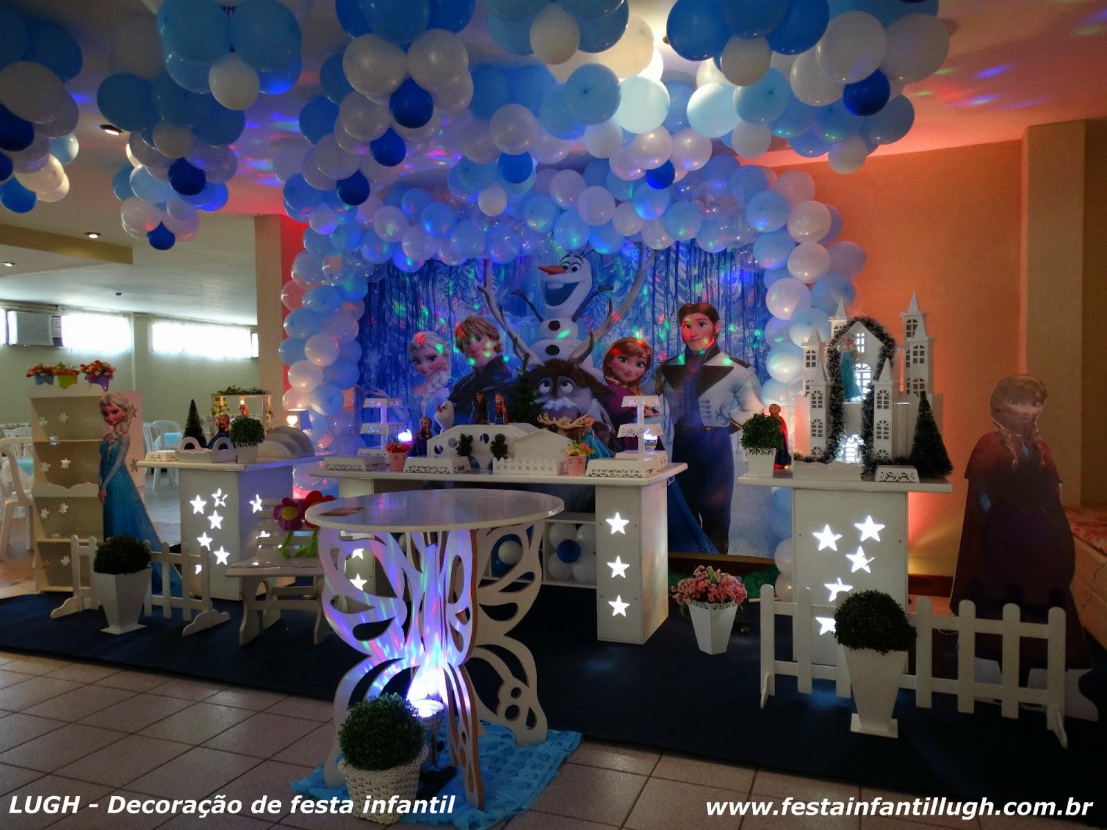 Tema da Frozen para festa de aniversário infantil de meninas em mesa provençal realizado na Barra da Tijuca RJ