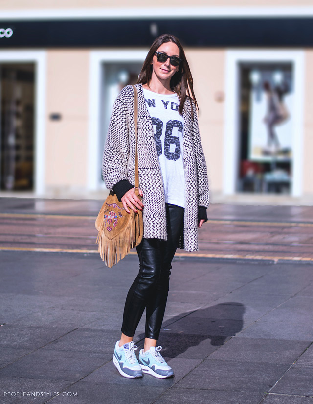 how to wear sneakers in winter, Stilistica Jasna Cindrić, stajling s Nike tenisicama. Stylist wearing Nike Air Max sneakers in daily outfit with fringe bag