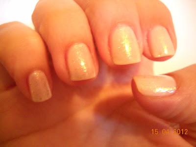 as gold as it gets essie nails uñas nail polish esmaltes flakies