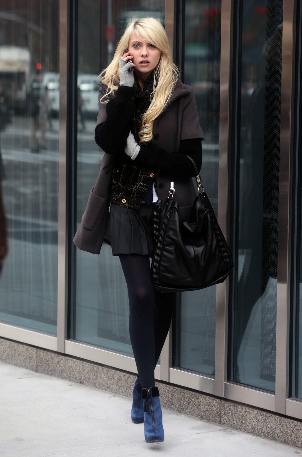 http://2.bp.blogspot.com/-Gtov0-ZK0LU/TsCPSQp-NWI/AAAAAAAACuE/Jg6DJSkFvbg/s1600/Taylor+Momsen+Gossip+Girl+set+HQ+%25288%2529.jpg