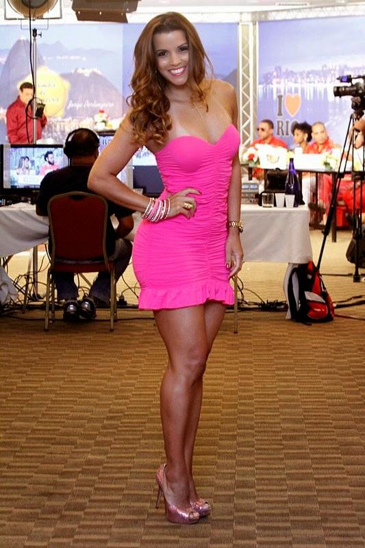 Renata Santos no Samba de Primeira com a Mangueira.