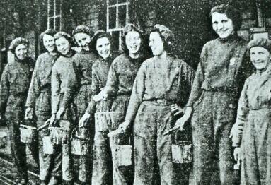 Women painters at Fareham 1941