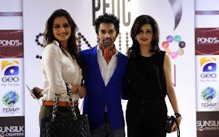 Nickie Hamza Tarrar with Nina PFDC Sunsilk Fashion Week 2011   Red Carpet DAY 1 & 2