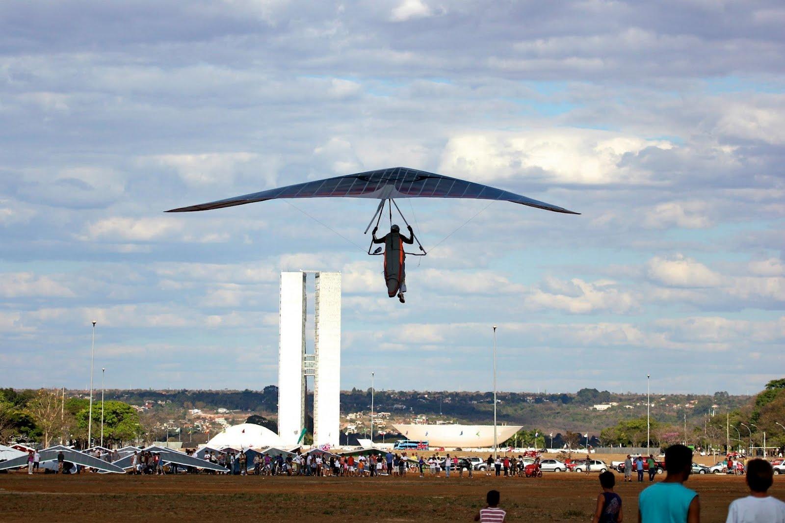 Resultado de imagem para voo livre na esplanada em brasilia