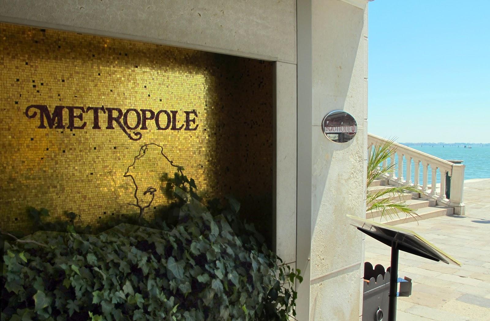 http://2.bp.blogspot.com/-GukZdClaULw/T_hzk3C24TI/AAAAAAAADDU/uV1QgBiPVq0/s1600/Hotel+Metropole+in+Venice.jpg