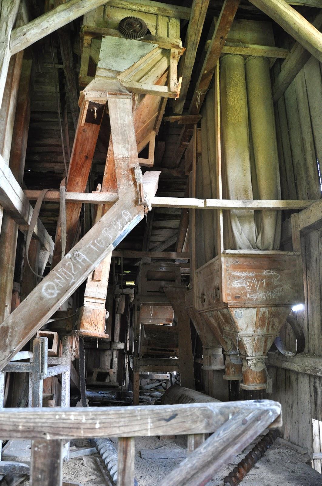 Wnętrze młyna - poziom II kondygnacji. Czerwiec 2014, foto. KW.