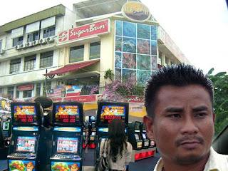 http://2.bp.blogspot.com/-GurVpyeaxy8/Tyg6dl_xxLI/AAAAAAAAR08/6C1QgmbnHFI/s320/Sugar-Bun-at-KK%2Bcopy.jpg