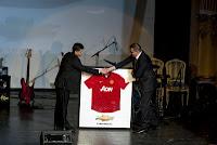Chevrolet doneaza un tricou Manchester United