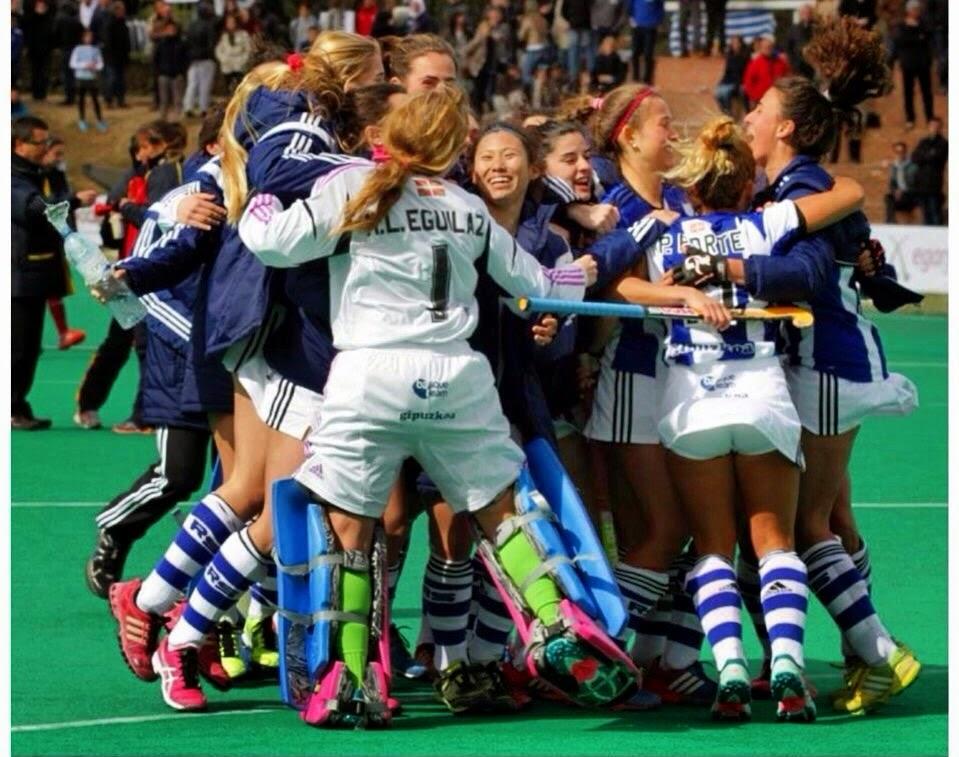 Alegría de las jugadoras tras marcar el quinto shoot out.