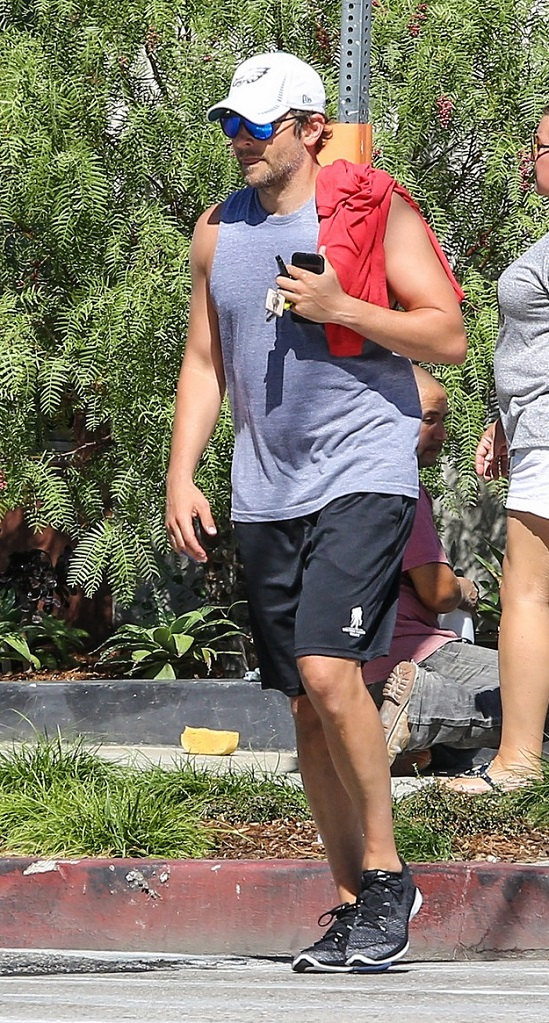 VJBrendan.com: Out & About: Ryan Phillippe Leaving His Gym
