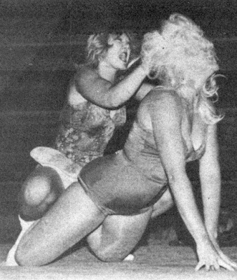 Donna Day vs Debbie Combs - hair pulling