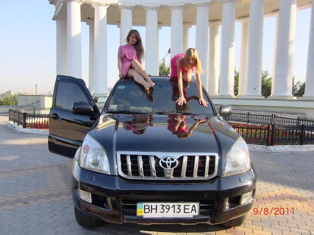 фото девушек на машине таета лан крузер 200 Линолеум