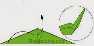 Bước 12: Gấp cạnh tờ giấy vào giữa khe hai lớp giấy.