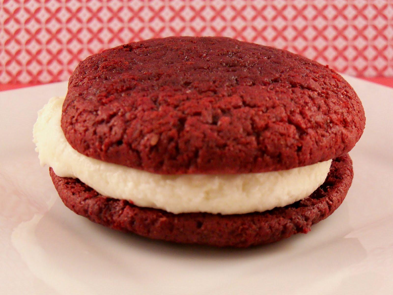 fiddello: Red Velvet Moon Pies