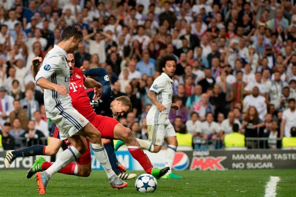 Teknik direktör zinedine zidane yönetiminde başarılı bir performans sergileyen real madrid ekibi