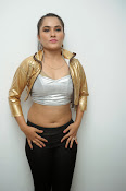 New Actress Pooja glam pics-thumbnail-15
