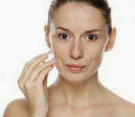Inilah manfaat es batu untuk menjaga kecantikan kulit.