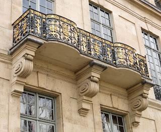 Balcon de l'hôtel de Lauzun 17 quai d'Anjou à Paris