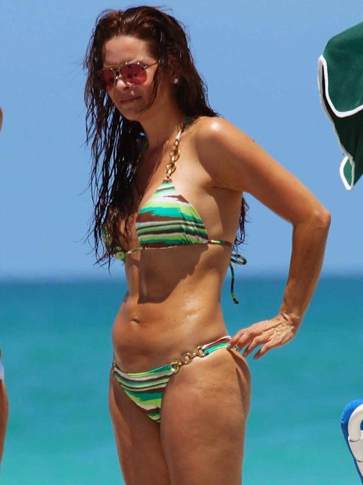 The 39-year-old really showed off her impressive curves to the full during her vacation on Thursday, May 22, 2104 in Miami, FL, USA.