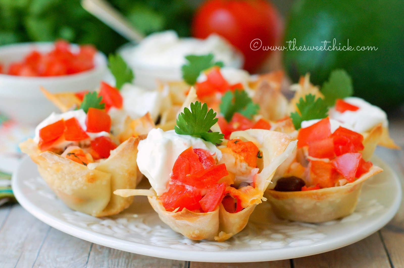 Chicken Quesadilla Wonton Cups @www.thesweetchick.com