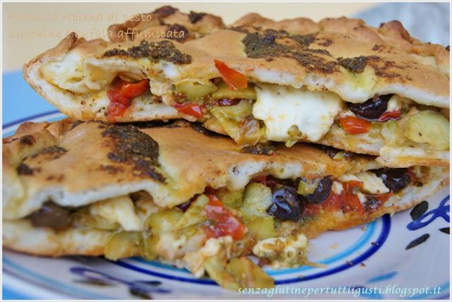 focaccia ripiena senza glutine al pesto, zucchine e mozzarella di bufala affumicata