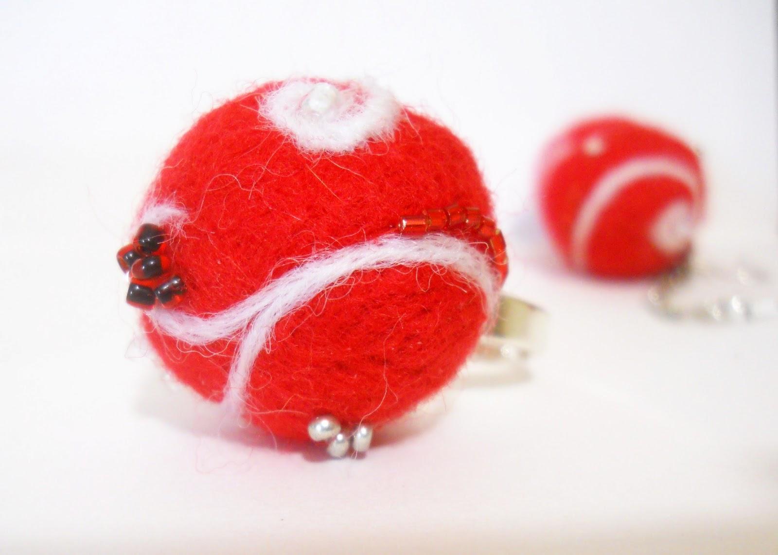 красный перстень из войлока