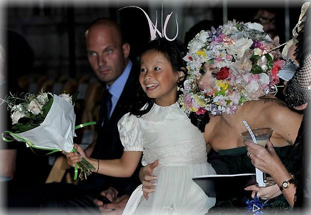 """Lady Gaga con un extraño look """"corona de flores"""" - CANTANTE FAMOSA"""