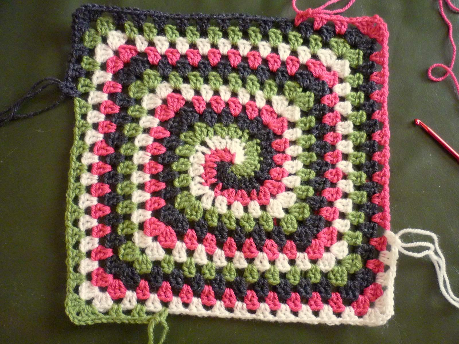 Free Crochet Pattern Spiral Granny Square : colour in a simple life: Groovy Granny Pillow