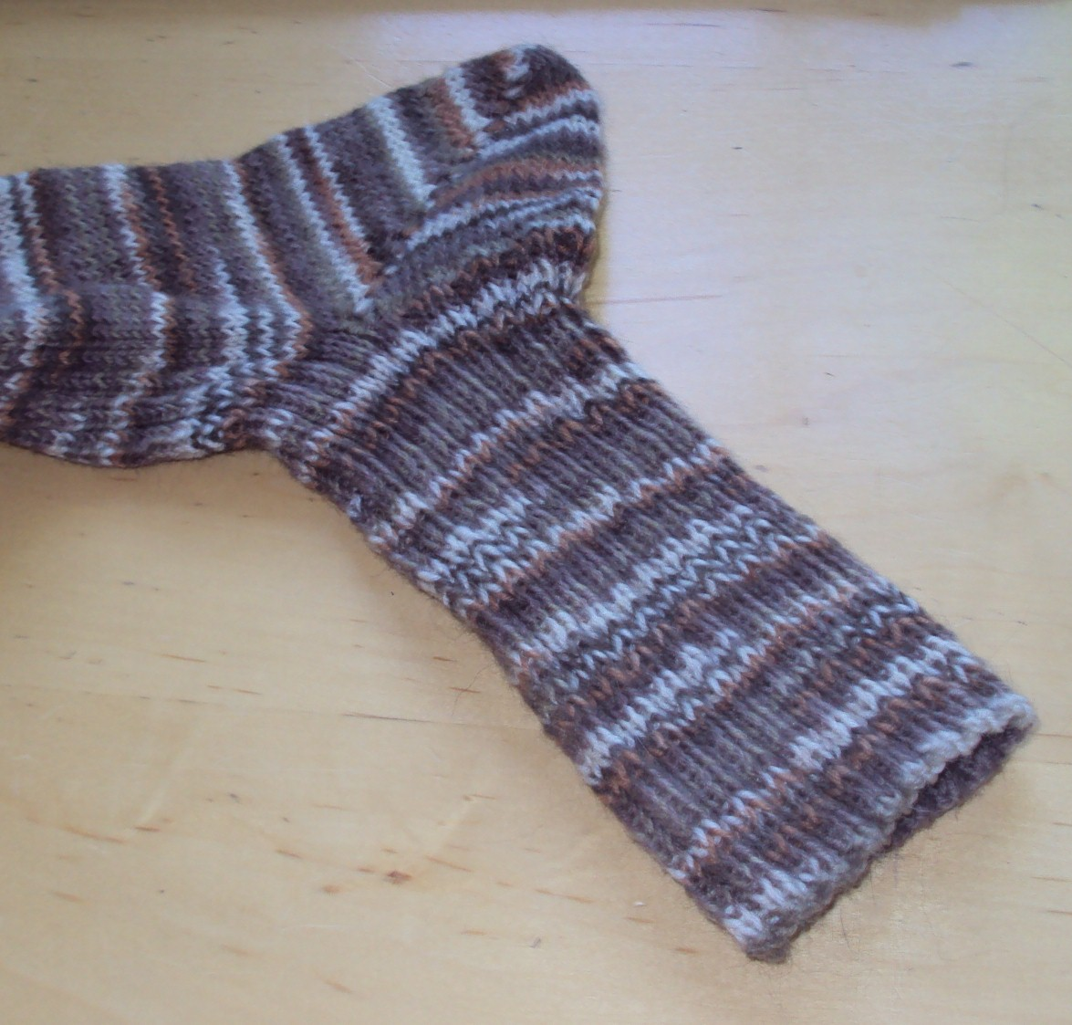 Crafts are my passion, Cats are my obsession: FREE SOCK PATTERN!!!!