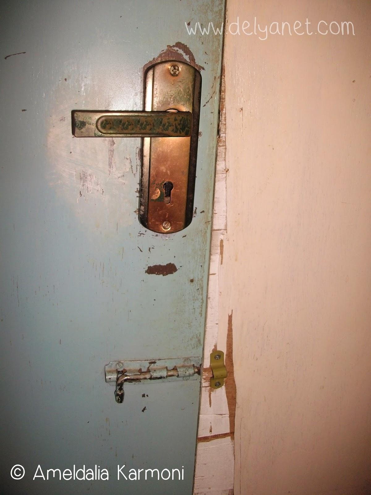 Penyusup Misterius Momento Dulce Kunci Pintu Kamar Mandi Yang Rusak