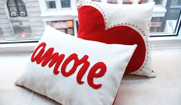 Romantic Decoration With Cushions(pillows) For St. Valentineu0027s Day