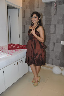 Madhavi Latha Pictures at Naturals Salon Launch  0017.jpg