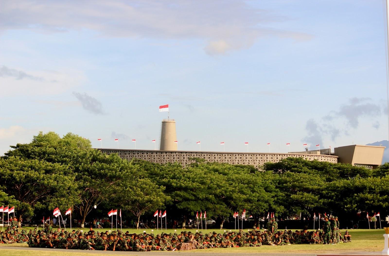 Bendera Merah Putih Berkibar Diatas Gedung Meseum Tsunami Banda Aceh