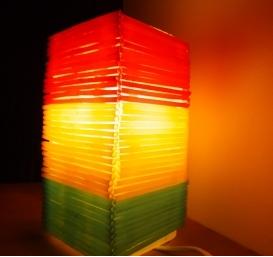 d co fait main cr er une lampe de chevet avec des pailles. Black Bedroom Furniture Sets. Home Design Ideas