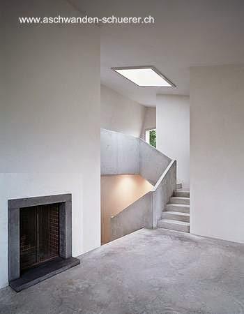 Interior de un chalet contemporáneo de concreto en Suiza
