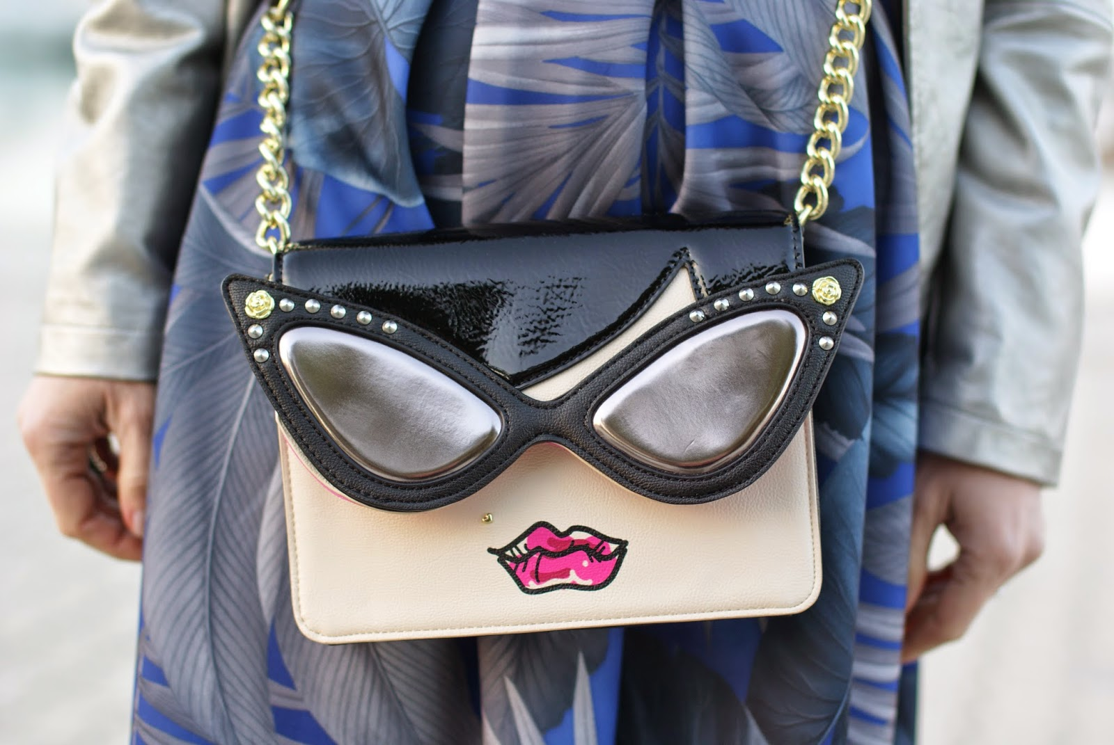 Betsey Johnson face bag, Betsey Johnson sunglasses bag, Fashion and Cookies fashion blog, fashion blogger