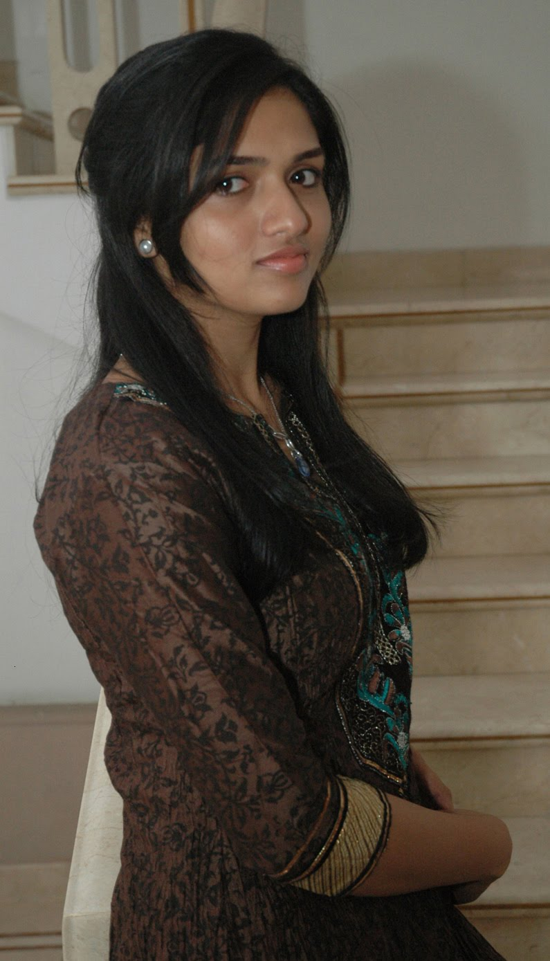 Tamil Actress Sunaina