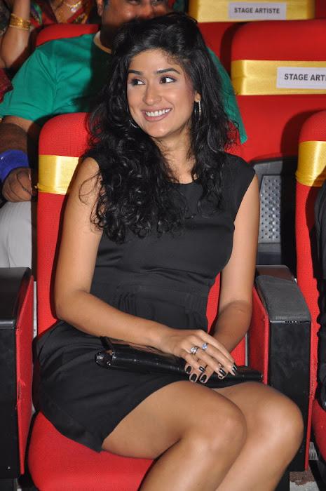 anjala zaveri at paruchuri awards, anjala zaveri phoots