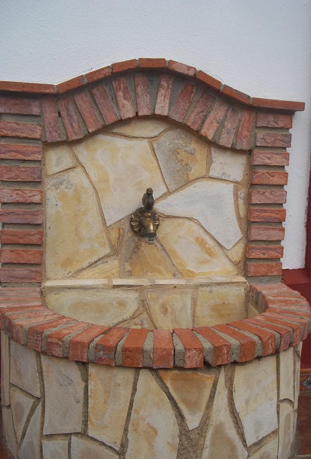 Reformas y construcciones enrique guerrero patio r stico for Azulejos para patios rusticos