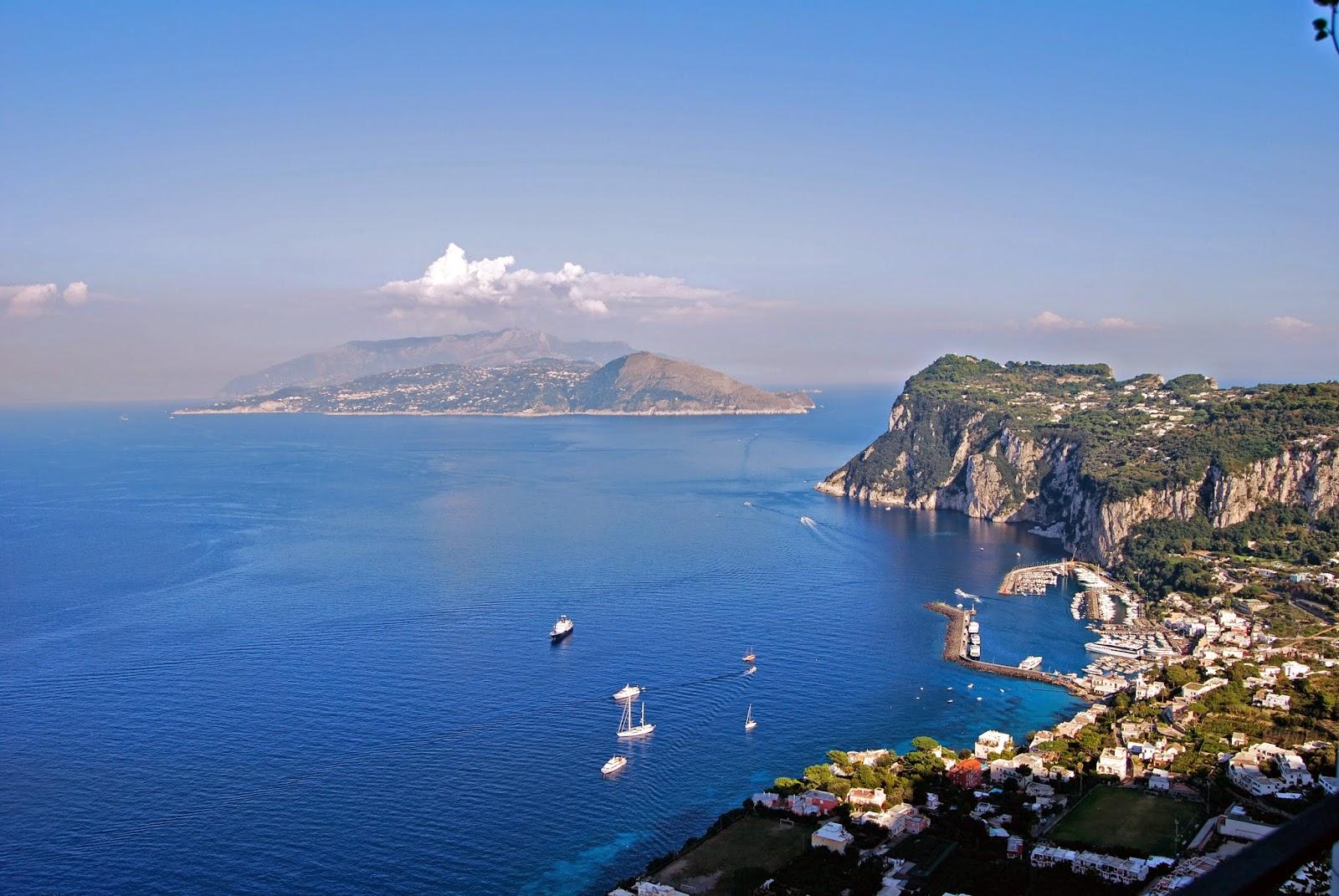 Habitually chic chic in capri villa san michele for Capri villa