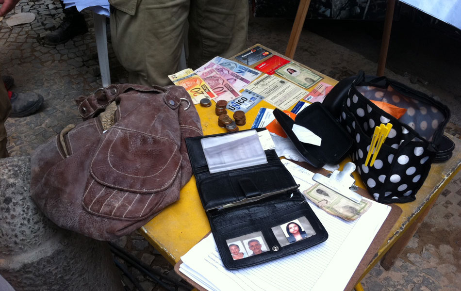 Jorge schweitzer encontrada bolsa intacta nos escombros - Bolsas para escombros ...