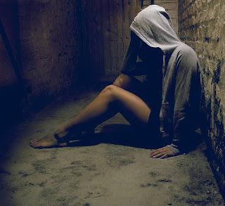 - takut + blur + menggong -